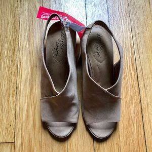 Dexflex Comfort Slip on Tan Heel